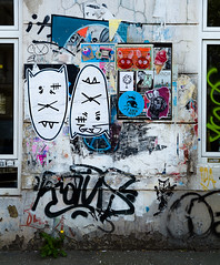 HH-Wheatpaste 3681 (cmdpirx) Tags: hamburg germany reclaim your city urban street art streetart artist kuenstler graffiti aerosol spray can paint piece painting drawing colour color farbe spraydose dose marker stift kreide chalk stencil schablone wall wand nikon d7100 paper pappe paste up pastup pastie wheatepaste wheatpaste pasted glue kleister kleber cement cutout