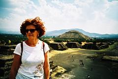 Teotihuacan (cranjam) Tags: lomography lomo lca film expired slide xpro kodak elitechrome100 mexico messico teotihuacan unesco worldheritagesite teotihuacán pyramid piramide mesoamerican ruins rovine mum mamma angela pyramidofthesun