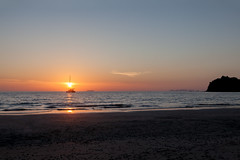 Having the Sun on Your Mast - _TNY_7761 (Calle Söderberg) Tags: canon canon5dmkii canoneos5dmarkii 5d2 tamron tamronafsp247028divcusd tamronsp2470mmf28divcusd 2470 thailand kohlanta klongdao beach sea water andamansea sky evening sunset boat sun catamaran reflection solnedgång orange f8 seaside ocean strand