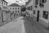 Rue des Châteaux, Sion (axel274) Tags: d3400 nikon nikonpassion schweiz sion suisse switzerland valais wallis monochrome