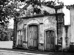 Ruínas de Casa (Claudio Arriens) Tags: pb bw casa house brasil arquitetura prédio camaquã riograndedosul