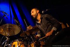 William Goe: drums, percussion (jazzfoto.at) Tags: wwwjazzfotoat wwwjazzitat jazzitsalzburg jazzitmusikclubsalzburg jazzitmusikclub jazzfoto jazzphoto markuslackinger anapauladasilva brasiljazz brazilianjazz jazzinsalzburg jazzclubsalzburg jazzkellersalzburg jazzclub jazzit2018 concertphoto concertphotos liveinconcert stagephoto greatjazzvenue greatjazzvenue2018 downbeatgreatjazzvenue salzburg salisburgo salzbourg salzburgo austria autriche blitzlos ohneblitz noflash withoutflash música concert konzert concerto concierto sony sonyalpha sonyalpha77ii alpha77ii sonya77m2 portrait retrato portret