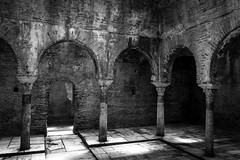 El Bañuelo, Granada (Adrià Páez) Tags: el bañuelo granada architecture muslim islamic hammam arabic baths old spain españa europe alŷawza andalucía canon eos 7d mark ii black white bw