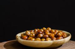 Peppers (inma F) Tags: macromondays clavebaja comida food lowkey luz marrón pimienta stilllife pepper cocina cook cooking home especias macro