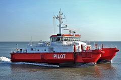 Pilottender Groden (Bernhard Fuchs) Tags: boat cuxhaven elbe lotse lotsenschiffe nikon pilot schiffe ship ships pilotvessel vessel water boot schiff meer wasser