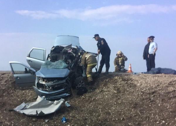 Три человека погибли при столкновении фургона илегкового автомобиля вСамарской области