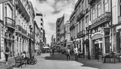 Callejeando por Triana en las Palmas. (Roberto Celanova) Tags: streetphoto gente people bw laspalmas triana iphone