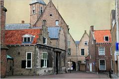 Vers l'abbaye, Middelbourg, Walcheren, capitale de la province de Zélande, Nederland (claude lina) Tags: claudelina paysbas nederland hollande zélande zeeland middelbourg abbaye abdij architecture