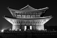 Gyeongbokgung Palast (frank.gronau) Tags: white black weis schwarz nacht night tempel korea seoul alpha sony gronau frank