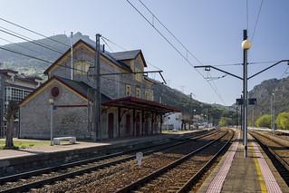 Ferrocarril Gijón-León, estación de Villamanin.