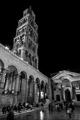Split, Croatia (pas le matin) Tags: building bâtiment architecture people gens sky ciel travel voyage tower tour road rue street croatia croatie hrvatska europe europa world canon 7d canon7d canoneos7d eos7d nb bw noiretblanc blackandwhite monochrome night nuit