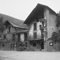 Old hauses (davidgarciadorado) Tags: ngc pyrenees oldhouses blackandwhite film 120 6x6 mediumformat rollei ilforddelta