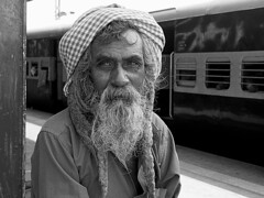 Tirupati - Sadhu bw (sharko333) Tags: travel reise voyage asien asia indien india tirupati railway station people man sadhu beard train olympus em1 portrait