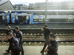 Où EST nARCOTO?! (nARCOTO) Tags: train paris police