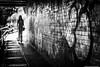 Camden Town-1257 (tag71) Tags: canon 50mm 5dmarkiii streetphotography portrait femme girl woman pont eau contrejour backlight contraste clairobscur bokeh dof lumièrenaturelle extérieur amateur perspective noiretblanc nb blackwhite monochrome london londres camdentown angleterre england urbain paysageurbain