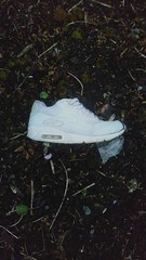 No.16 (WatermelonHenry) Tags: oneshoedown trainer nike nikeair nikeairmax airmax oneshoe lost abandoned discarded white whosshoe shoe