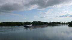 Un Dimanche à Oissel sur Seine (jeanlouisallix) Tags: rouen oissel seine maritime haute normandie france paysage nature panorama lancape rivière river cours deau eau fleuve berge péniche batellerie