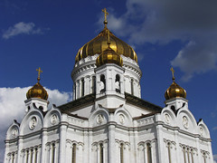 Cathedral of Christ the Saviour (RobertLx) Tags: orthodox religion temple christian architecture building church cathedral moscow russia europe dome blue white sky city храмхристаспасителя