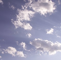 Clouds over St. Paul (Mamluke) Tags: blue sky sun sunlight minnesota azul clouds soleil blauw blu stpaul himmel wolken 2006 bleu ciel cielo nubes rays blau tageslicht sunlit nuages hemel zonlicht nubi lumiredusoleil luzdelsol mamluke lucesolare