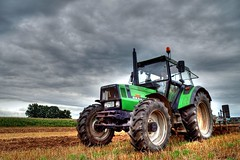 Farmer at work (Hans van Reenen) Tags: portrait people tractor rural germany boer deutschland traktor retrato manatwork farmland bauer farmer agriculture portret trekker niederrhein agricultura landbouw kranenburg dffel deutzfahr duffelt