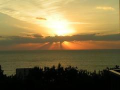 Black Sea (Jolanda van Tuijl) Tags: sunset sky clouds zonsondergang wolken lucht sunbeams jolanda zonnestralen mrsjolanda