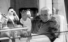 Pope (Philipp Brune) Tags: pope mnchen ratzinger papst winke