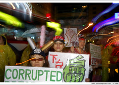 """anti-corruption and depose-Chen"" on day 7, iv (*dans) Tags: march rally protest taiwan 2006 taipei anticorruption glowinglights dansphoto   depose 20060915 deposechen anticorruptionanddeposechen     kaitakelan onemillionpeopleagainstcorruption   besiegingthecity"