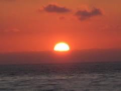 Glowing Sun (jayasolo) Tags: 2006 sunsetcliffs