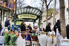 Brocante à Montmartre (04/2018) (eguilmard) Tags: parisian brocante france paris montmartre