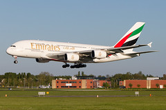A6-EEI, Airbus A380-861, Emirates (Freek Blokzijl) Tags: emirates airbus airbusa380 a380861 evening arrival approach nadering landing aalsmeerbaan runway rwy36r lowlight amsterdamairport schiphol eham ams planespotting vliegtuigspotten canon eos7d widebody wally a6eei 70200l28isusm