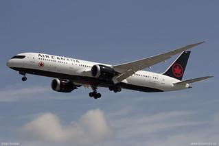 Air Canada Boeing 787 Dreamliner C-FRSR