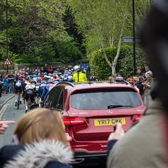 Arrière du peloton (barronr) Tags: england knaresborough rkabworks tourdeyorkshire yorkshire bathgatephotographer cycling cyclists male man men peloton race