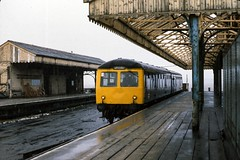 Class 105 DMU @ New Holland Pier, Lincolnshire, c.1979 [slide 7927] (graeme9022) Tags: cravens diesel mechanical multiple unit british rail railways br blue plain corporate livery hull corporation quay crossing sealink connection uk traiun station 1970s local regional low density passenger transport transportation eastern region england travel railcar