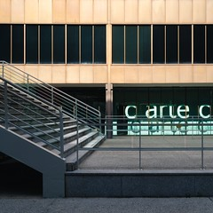 Jaime López de Asiaín & Ángel Díaz Domínguez. Museo del traje #11 (Ximo Michavila) Tags: jaimelópezdeasiaín ángeldíazdomínguez museodeltraje museum culture architecture archdaily archiref archidose madrid spain costume building glass windows stairs handrail abstract geometry lines metal
