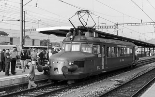 Electric rail cars: Red arrow (1/2)