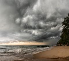 Coucher de soleil sous l'orage (bertrandguimberteau) Tags: thaïlande khaolak sunset cloud sea storm