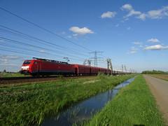 DB Cargo 189 073-0 met kalktrein onderweg over de Betuweroute bij Angeren 23-04-2018 (marcelwijers) Tags: db cargo 189 0730 met kalktrein onderweg over de betuweroute bij angeren 23042018 deutsche bahn 073 class baureihe serie siemens trein tren train railroad railway chemin fer holaand holande nederland niederlande netherlands pays bas eisenbahn freight goederentrein