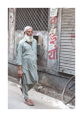 Portrait, photo de rue, Inde, Jodhpur-0663_25A0663 (helenea-78) Tags: inde jodhpur photoderue streetphotography portrait portraitderue street streetportrait homme portraithomme stphotographia