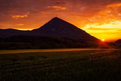 Monreal, el ocaso. (atvjavi) Tags: atvjavi monreal ocaso olympus sol sun atardecer sunset campos luz light navarra blending