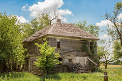 Abandoned house. (Chris Eiel) Tags: abandoned farmhouse house farm kansas dirtroad oldhouse
