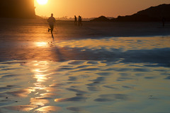 Saint-Malo (Corinne Queme) Tags: saintmalo plage sillon coureur courir silhouettes ombres eau mer reflet bretagne maréebasse coucherdesoleil soleil