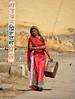per le vie di mandawa (mat56.) Tags: persone people donna woman via strada street live vita mandawa rajasthan india asia vivere antonio romei mat56