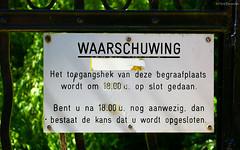 Groningen: Esserveld warning sign (Henk Binnendijk) Tags: groningen begraafplaats cemetery graves kerkhof helpman esserveld esserweg poort gate entryway ingang warning waarschuwing sign bord