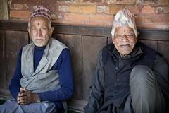 Topi-Men (Jean Ka) Tags: approved nepal népal bhaktapur bhaktapour men mäner hommes senior elderlygentlemen ältereherren messieursâgés regards blicke gazes