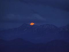 Full moon rising over the bavarian alps (Bernhard_Thum) Tags: fullmoon moonrise nature carlzeiss hasselblad h6d100c sonnarsuperachromat56350 bavarianalps alps