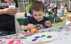 180506-6304 (Sierra College) Tags: 180506 contactkeelycarroll contactrachelgreve dinoday dinosaurday naturalhistorymuseum photographerdarylstinchfield rocklin dinosaurday2018 children event family facepainting