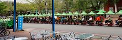 alignement (8pl) Tags: gens touristes assis groupe taïwan chishang tour train petittrain parasols route table arbres bancs défilé asie jour parc vert vélo lampes terrasse