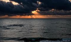 2017-09c-F3060 copia (Fotgrafo-robby25) Tags: alicante amanecer costablanca fujifilmxt2 marmediterráneo nubes rayosdesol