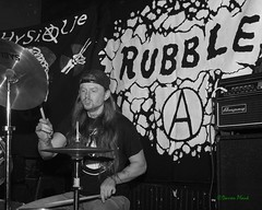 Rubble, Black Water Bar, Portland, OR, 5-19-2018 (convertido) Tags: suck lords rubble physique putzfrau portland oregon or pdx olympia washington tour kick off black water bar may 2018 white concert photography live music show