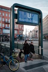 Am Rosenthaler Platz (abbilder) Tags: berlin mitte rosenthalerplatz people menschen personen street streetphotography subway chrome abbilder wwwabbildercom fuji fujifilm xe2 lr6 raw twop treppe stairs women bike xf23 23mm